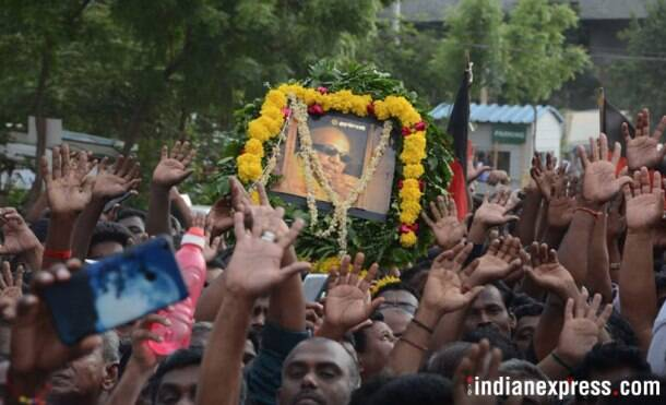 Thousands mourn the demise of Kalaignar, politicians and actors pay homage