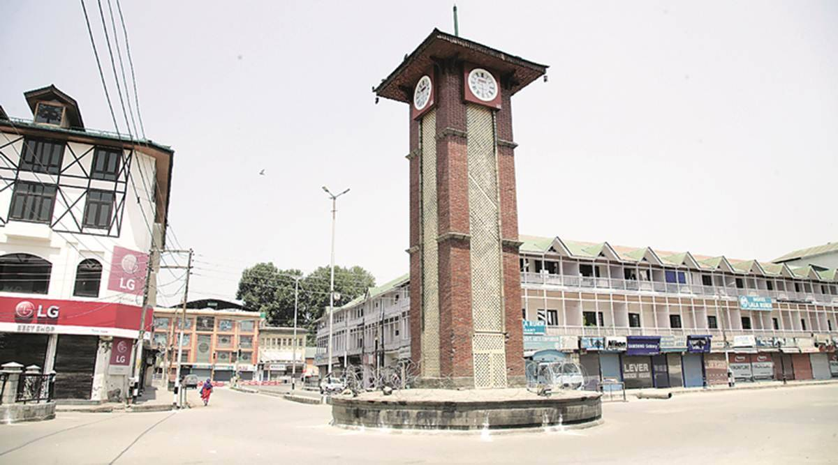 J&K: 3 held while trying to hoist tricolour at Srinagar's Lal Chowk