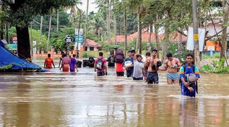 Kerala floods LIVE: UAE to contribute Rs 700 crore for relief fund, says CM Pinarayi Vijayan
