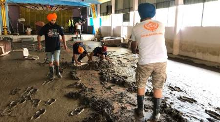 Kerala floods: After church, Sikh volunteers take up templecleaning
