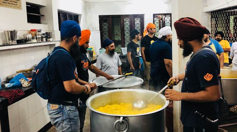 kerala flood, kerala rains, kerala flood relief, kerala rescue operation, khalsa aid, kerala khalsa aid, sikh group kerala releif, sikh volunteers kerala, india news, indian express, good news