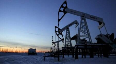 Oil prices edge up on Iran sanctions, but trade tensions drag
