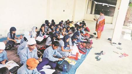Ludhiana: Classes of govt school shifted to gurdwara after building termed 'unsafe' byadmn