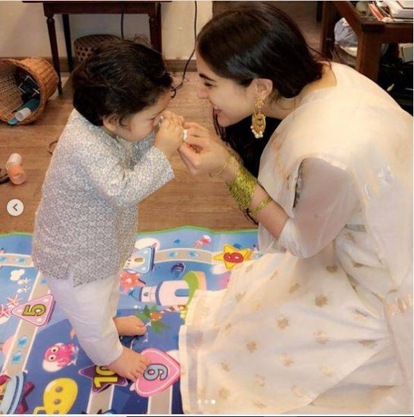 sara ali khan with taimur ali khan