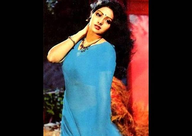 sridevi, sridevi actor, sridevi birth anniversary, indianexpress.com, indianexpress, sridevi fashion looks, sridevi style, sridevi smile, sridevi pics, Sridevi birthday, Sridevi fashion, Sridevi last photos, Sridevi beautiful photos, Sridevi famous movies, Sridevi fashion icon, Sridevi death, Sridevi Janhvi, indian express, indian express news