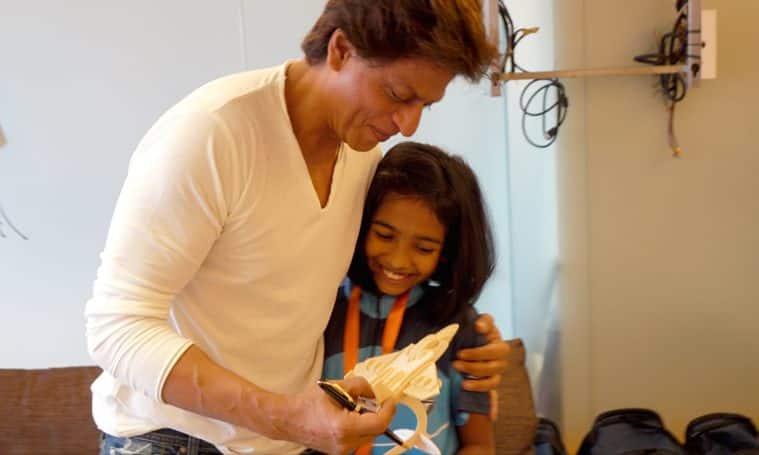 shah rukh khan with cancer survivors
