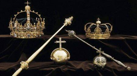 Thieves steal Swedish royal jewels, escape byspeedboat