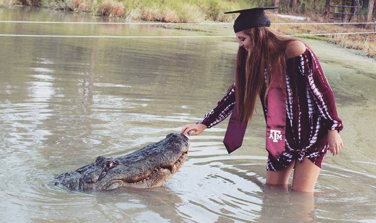 Texas student poses with trained gator for graduation