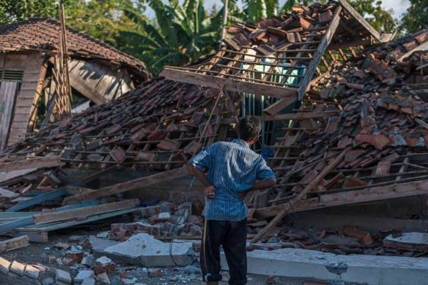 Quake puts life on hold in damaged Indonesia's Lombok island, over 100 dead