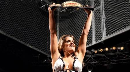 Former Women's Champion Trish Stratus to return at WWE Evolution