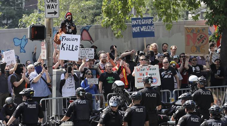 US: Right-wing, left-wing protesters face off in Seattle