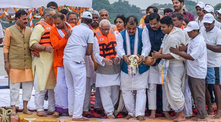 BJP leaders trip from boat during Atal Bihari Vajpayee's ash immersion in UP