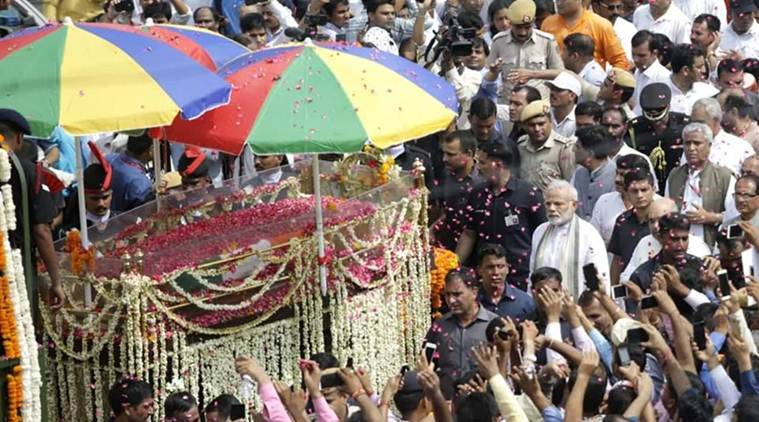 PM Modi walks in cortege as Atal Bihari Vajpayee's body taken for cremation