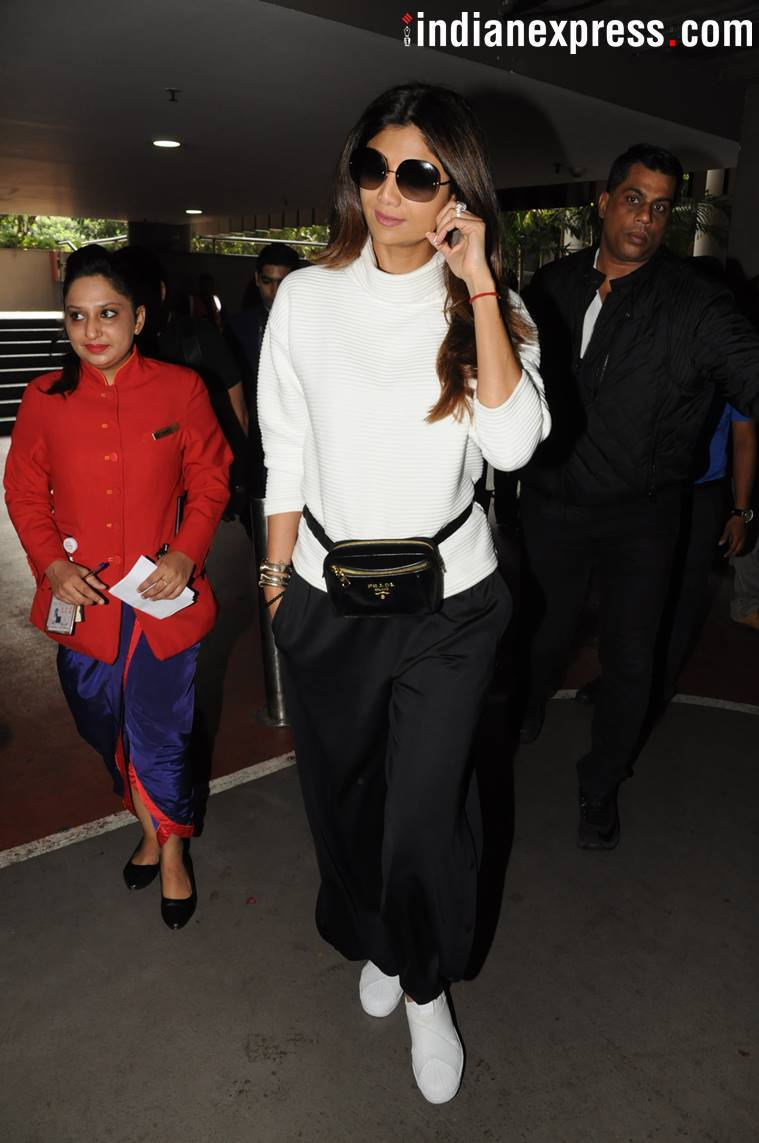 sonam kapoor, shilpa shettty, esha gupta, sonam kapoor airport fashion, esha gupta airport fashion, shilpa shetty airport fashion, airport fashion, airport fashion bollywood, latest airport fashion, indian express news, indian express