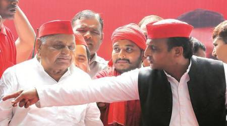 Setback to Shivpal Yadav: Mulayam Singh shares dais with son, cheers young blood in Samajwadi Party