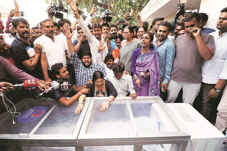 Kalpana, wife of Apple executive Vivek Tiwari weeps over his body at their home in Lucknow Saturday. Vishal Srivastav