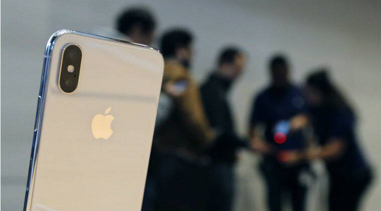 Feminist attacks Apple saying iPhone size not suitable for women's hands