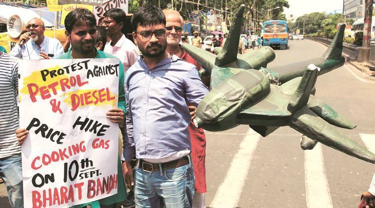 Lukewarm response to bharat bandh: Left accuses TMC of foiling protests to help BJP, minor clashes in Kolkata