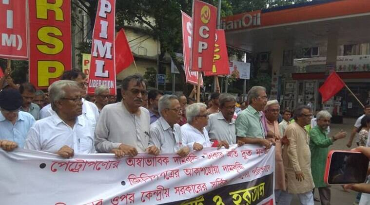 Left supporters have extended the strike till 6 pm in West Bengal. (Express photo/Partha Paul)