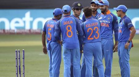 Asia Cup 2018: 'Bowling karega, ya bowler change karein?': MS Dhoni snaps at Kuldeep Yadav; watch video