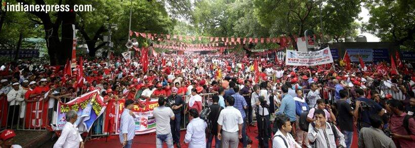 Red flags cover road as thousands gather for farmers' rally at Ramlila Maidan