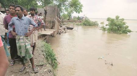 West Bengal: 100 houses on banks of Ganga swept away within a week, 600 people homeless, residents say