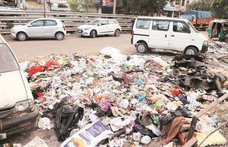 Garbage collectors' strike continues, 40 officials  of MC sanitation wing begin collection of waste