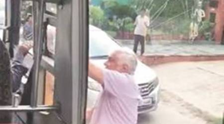 Delhi: Police look for man who hurled stones at schoolbus