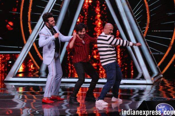 varun dhawan dances on indian idol