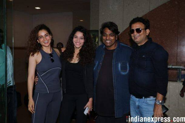 kangana ranaut with manikarnika team