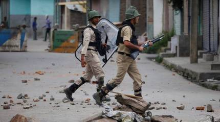 Security forces allegedly thrash some journalists covering Srinagarencounter