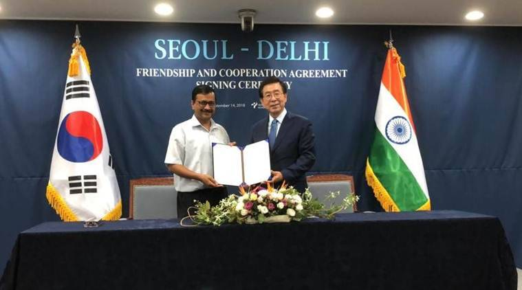 Delhi Chief Minister Arvind Kejriwal with Seoul Mayor Park Won-Soon. (Twitter/@IndiainROK)