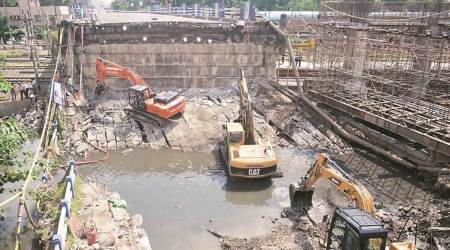 Majherhat bridge collapse effect: Govt bans 20-wheel vehicles in Kolkata from tomorrow