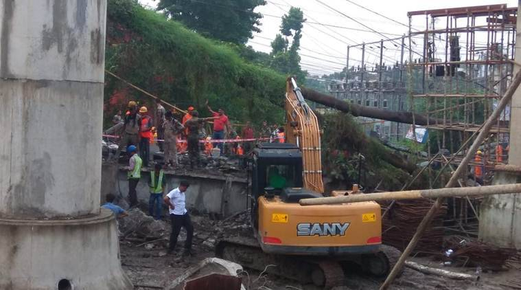 majherhat bridge collapse in kolkata, majerhat bridge, majherhat bridge collapse, majerhat bridge collapse live news, kolkata bridge collapse, kolkata bridge collpase news, majerhat bridge accident news, bride collpase in kolkata, majerhat bridge accident live news