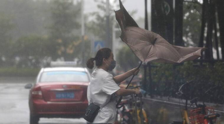 Hong Kong raises typhoon alert to highest level as Mangkhut approaches