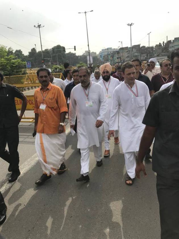 Bharat Bandh: Rahul Gandhi leads protest from Rajghat, violence reported in Mumbai