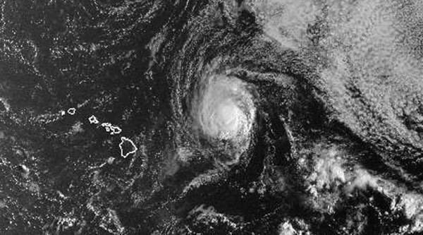 Tropical Storm Olivia approaches Hawaii with wind, rain