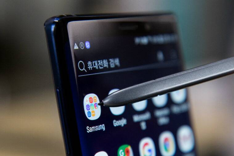 iphone xs, iphone xs vs galaxy note 9, iphone xs max vs galaxy note 9, iphone xs max price, iphone xs max price in india, iphone xs max vs samsung galaxy note 9, iphone xs max vs galaxy note 9 specifications, iphone xs max vs galaxy note 9 comparision, iphone xs max vs galaxy note 9 features, iphone xs max vs galaxy note 9 camera, iphone xs max vs galaxy note 9 price, galaxy note 9, galaxy note 9 price, samsung galaxy note 9, apple iphone xs, apple iphone xs max price