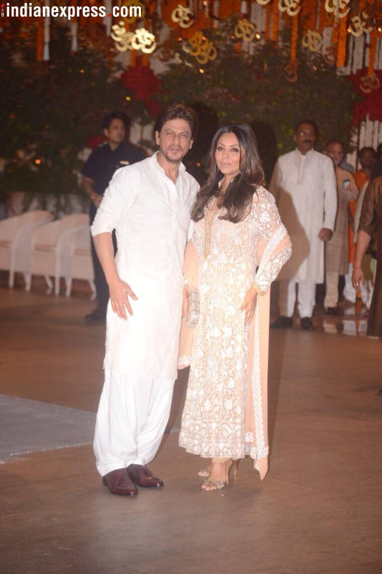 shah rukh khan at ambanis house for ganesh chaturthi