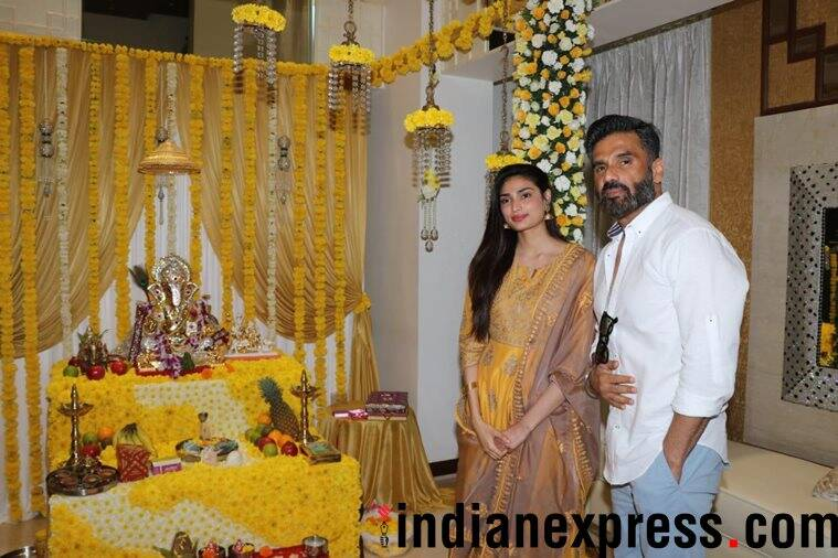 sunil shetty and Athiya Shetty welcome ganpati