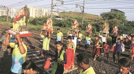 Mumbai: Defying risk to their lives, villagers cross tracks for age-old immersiontradition