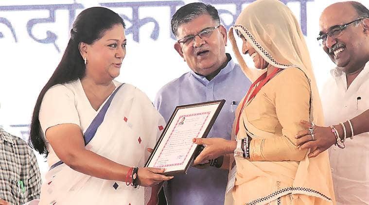 Eyes on polls, Rajasthan CM Vasundhara Raje announces 1 cr smartphones with Internet