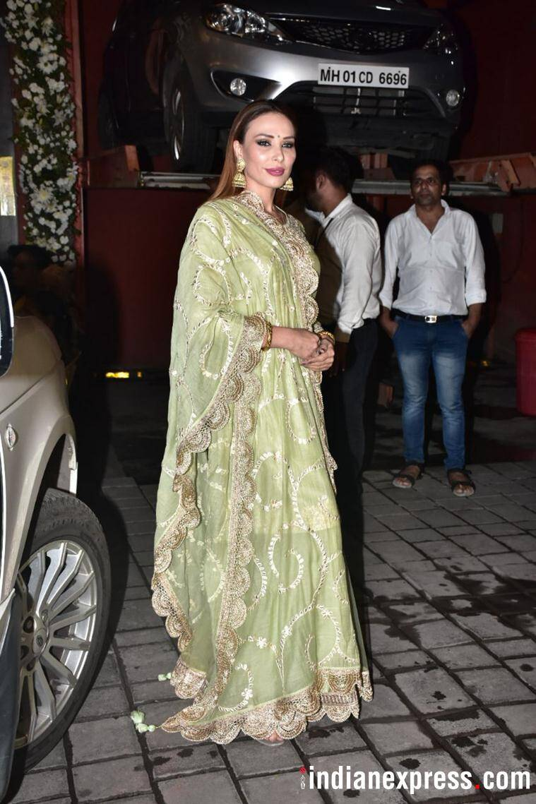 Iulia Vântur at Arpita Khan's Ganesh Chaturthi celebrations.