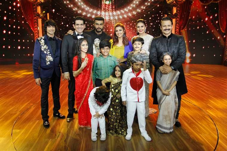 Arjun Kapoor and Parineeti Chopra strike a post with the judges and contestants of India's Best Dramebaaz