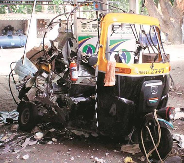 Mumbai: CNG tank of auto explodes during refuelling, three injured