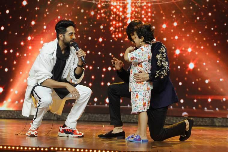 Ayushmann Khuranna having a fun moment with contestant Garvit Pareek