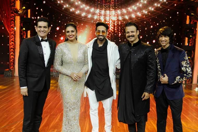 Ayushmann Khuranna strikes a post with the judges of India's Best Dramebaaz