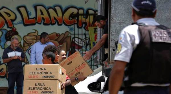 Brazil's polarised election enters last day of campaigning