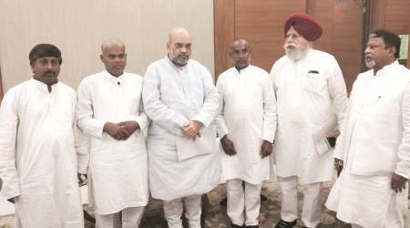 Islampur student deaths: Victims' fathers flown to Delhi, meet Amit Shah, NHRCchief