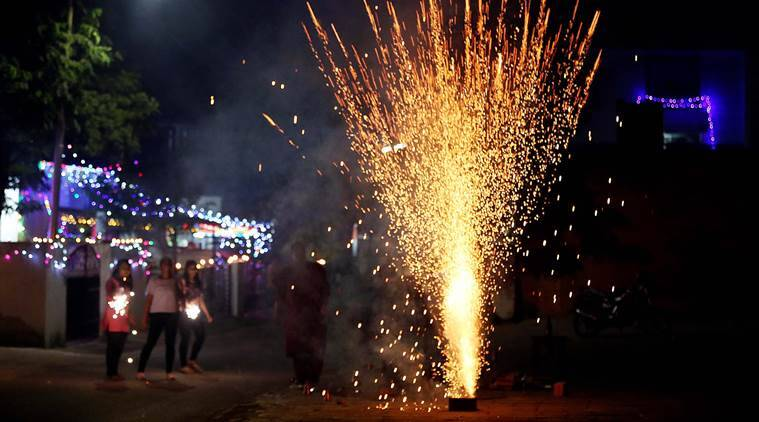 diwali, fire crackers, ban on crackers, supreme court ban, bursting crackers, green diwali, green fire crackers, mumbai news, mumbai government, indian express